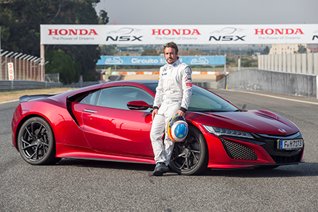 McLaren Honda driver Fernando Alonso puts new Honda NSX through its paces <br> Foto: Honda
