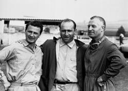 Großer Preis von Frankreich, Reims 1954. Das Mercedes-Benz Rennfahrer-Team von links: Hans Herrmann, Juan Manuel Fangio und Karl Kling.