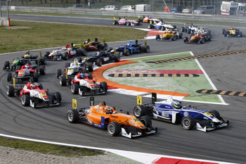 28 Mitchell Gilbert (AUS, Muecke Motorsport, Dallara F312 Mercedes), 4 Jordan King (GB, Carlin, Dallara F312 Volkswagen), FIA Formula 3 European Championship, round 1, race 1, Monza (I) - 22. - 24. March 2013