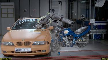 Airbag-Westen für Motorradfahrer im Crashtest - Foto: ÖAMTC