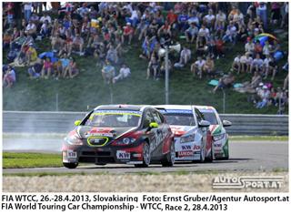 Amtierender Champion Rob Huff gewinnt Rennen auf dem Hungaroring - Foto: ernst Gruber/Agentur Autosport.at