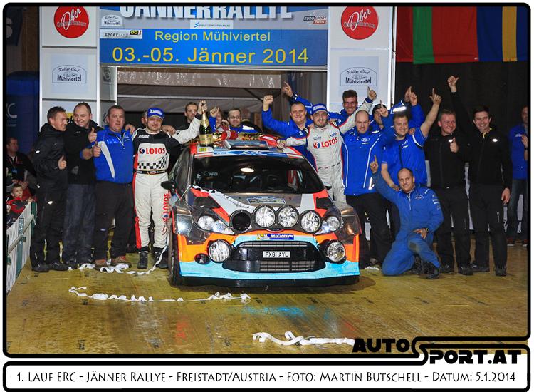 Robert Kubica und das Lotos Team feiern den Sieg bei der Jänner Rallye 2014 - Foto: Martin Butschell/Agentur Autosport.at