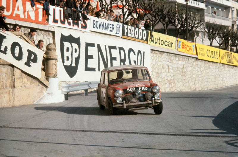 Rauno Aaltonen im Mini Cooper bei der Rallye Monte Carlo 1964 - Foto: BMW Group