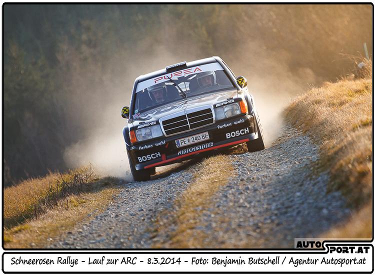 Manfred Hinterreiter/Christian Tinschert driften mit ihrem Benz bei der Schneerosen Rallye auf den 17. Platz - Foto: Benjamin Butschell/Agentur Autosport.at