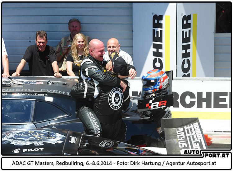 Tomas Enge nach dem 1. Podium am Samstag auf dem Redbull Ring überglücklich - Foto: Dirk Hartung/Agentur Autosport.at