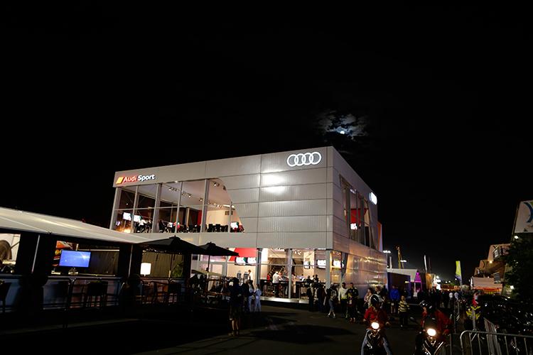 Nachtschicht für Audi in Le Mans nach Unfall von Loic Duval - Foto: AUDI Medienservice