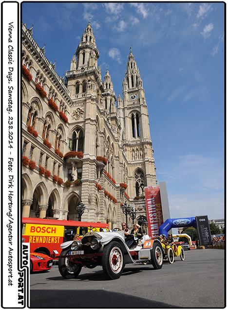 Strahlender Sonnenschein beim Start der Vienna Classic Days am Wiener Rathaus - Foto: Dirk Hartung/Agentur Autosport.at