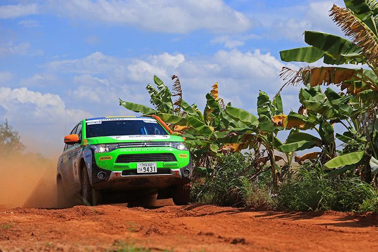 Outlander PHEV - Klassensieg bei der Asia Cross Country Rallye 2014 - Foto: Mitsubishi