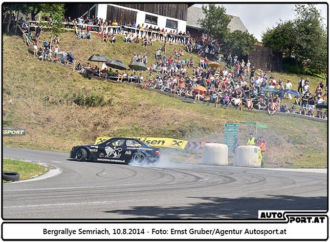 Alois Pamper zeigt im Rahmend er Rallye-Liezen seine gewaltigen Driftwinkel  - Foto: Ernst Gruber/Agentur Autosport.at